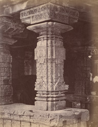 Close view of column in the Sarasvati Temple, Gadag 10031921